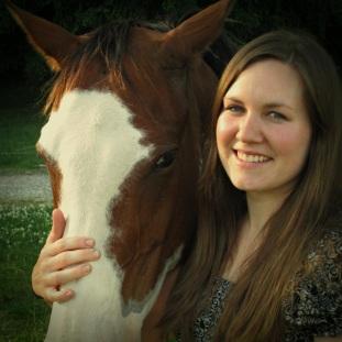 eliker-rachiel-with-horse